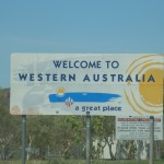 Western Australia ist Quarantäne Gebiet. Alle Autos werden überprüft und frische Lebensmittel wie Obst und Gemüse müssen weggeworfen werden. Dafür hat Western Australia im Gegensatz zu allen anderen Staaten die wenigsten Probleme mit Umweltplagen.